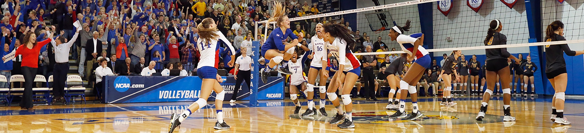 Kansas Remains Unbeaten With Win Over Chattanooga