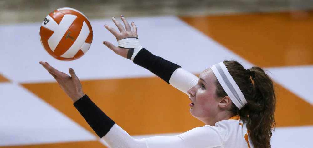 South Carolina Wins in Five Against Conference Rival Tennessee