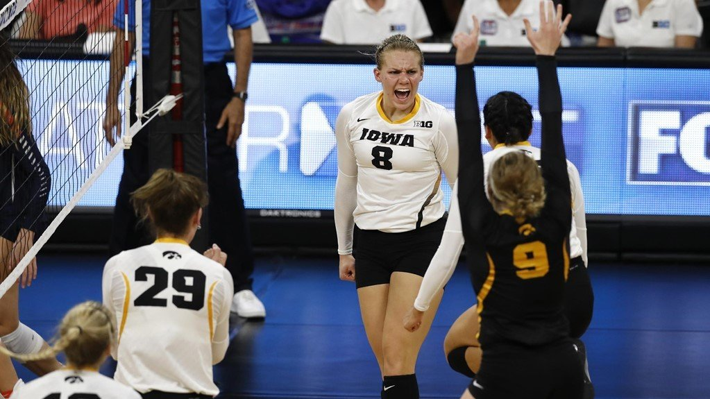 Iowa Fights Past #24 Illinois In Thrilling Five Set Match
