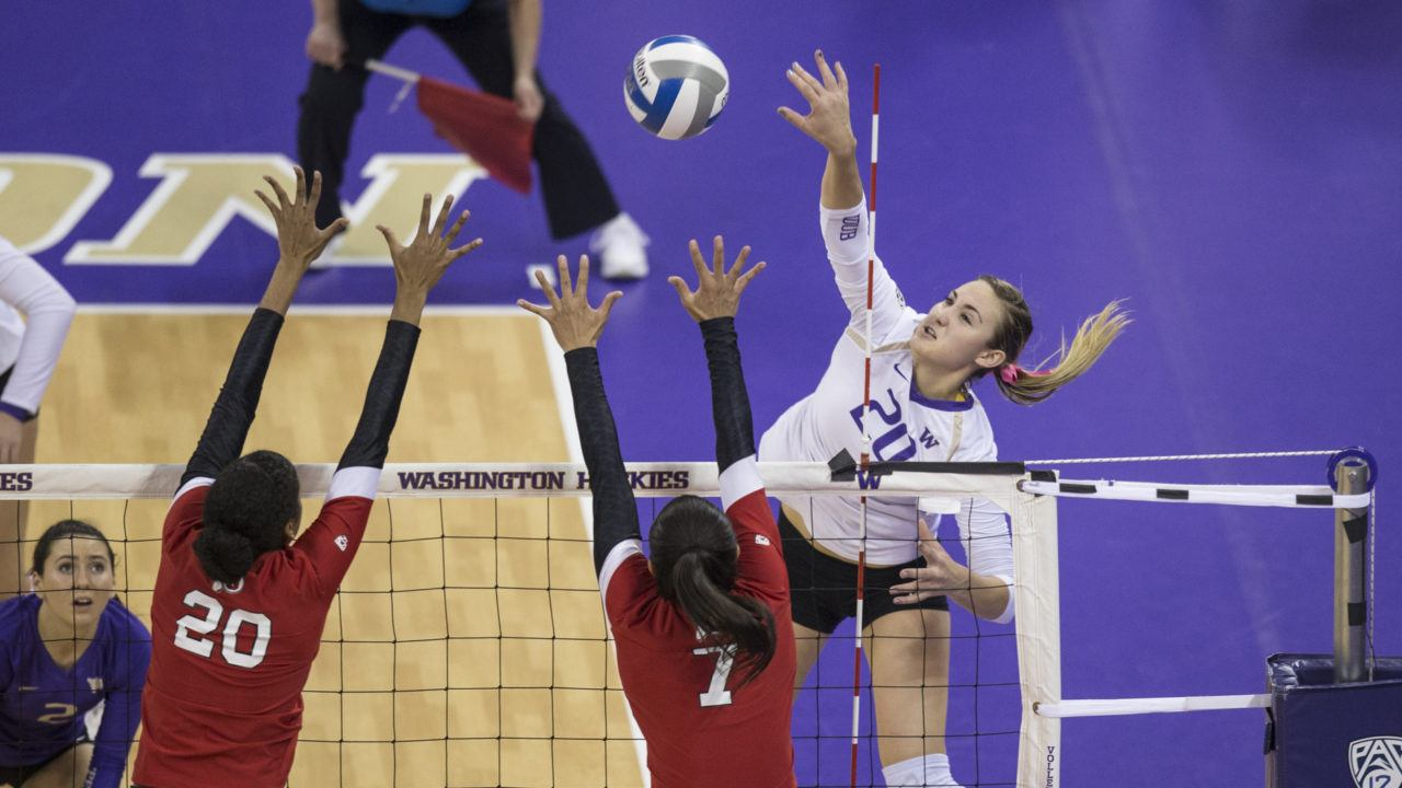 Scambray Comes Up Big as #15 Washington Tops Cal in Straight Sets