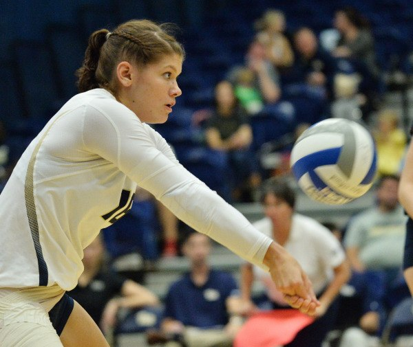 Pitt out battles Dayton in 4 set victory