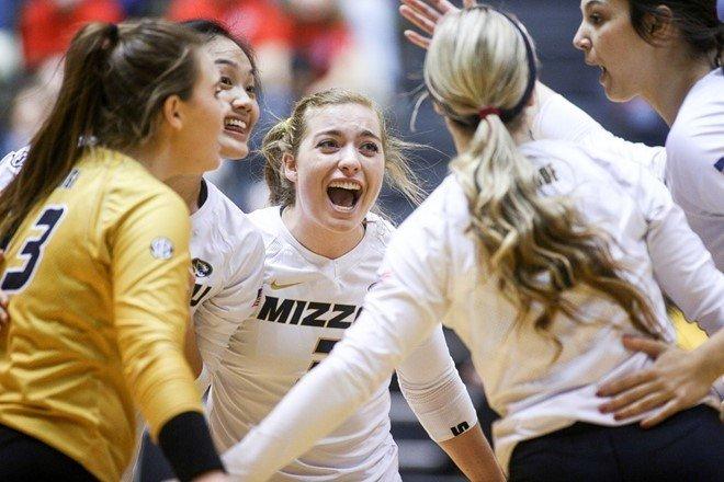 22 Kills From Melanie Crow Leads #25 Missouri Over Auburn