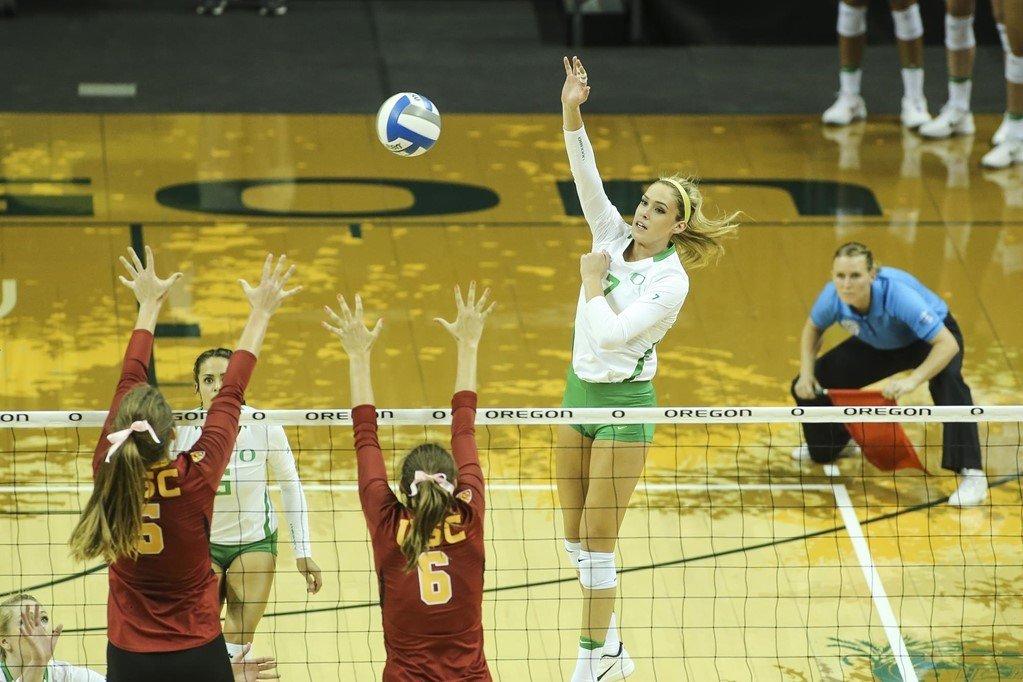 #18 Oregon Upends USC's Senior Night in Los Angeles