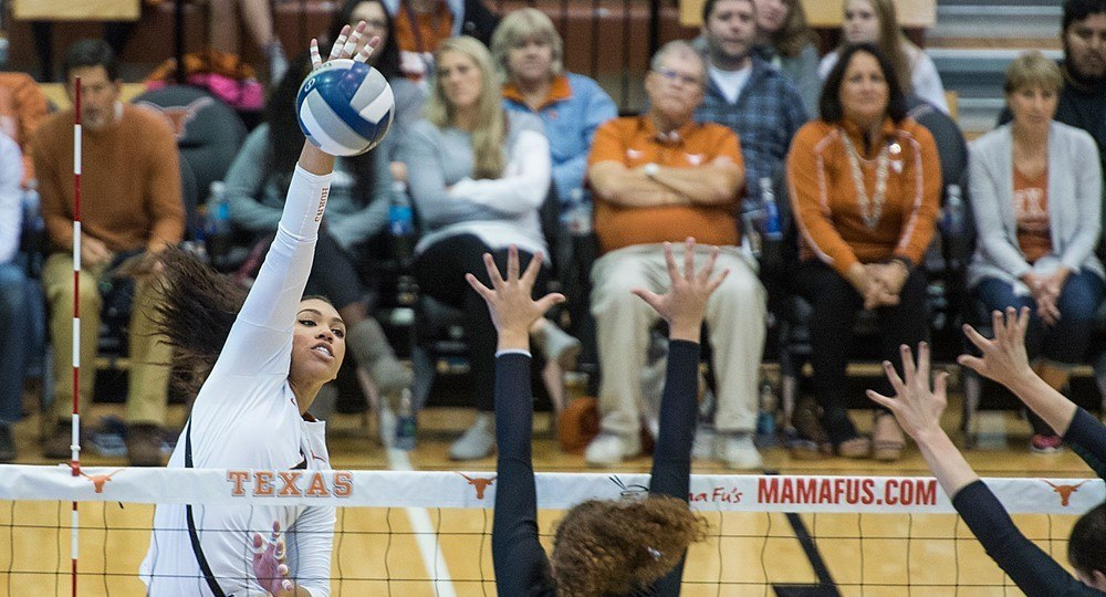 No. 7 Texas Easily Sweeps Texas Tech At Home