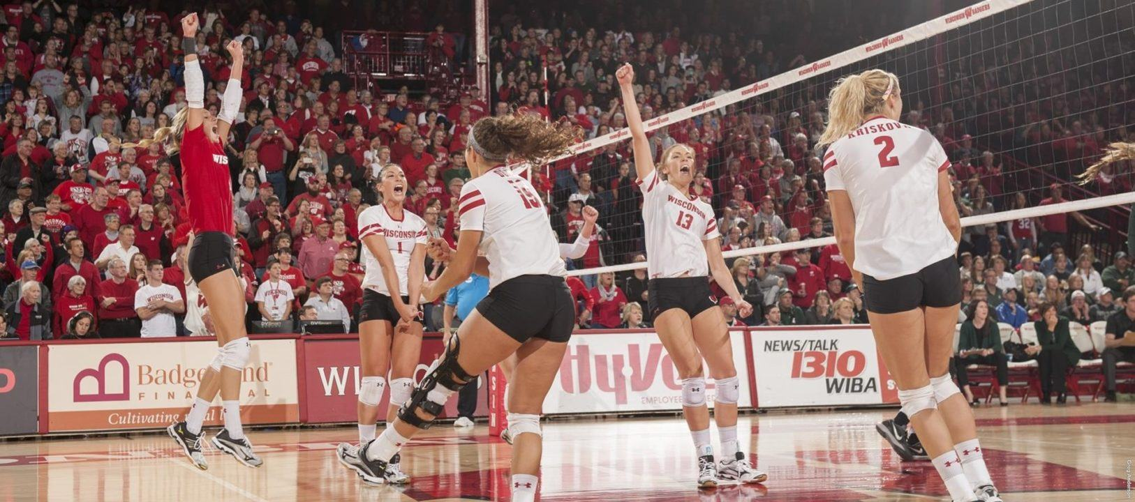 Wisconsin Sweeps Michigan State, Still Second in Big Ten