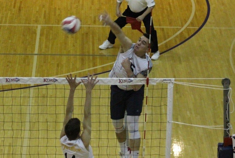 King Takes Down Lincoln Memorial In Three On The Road