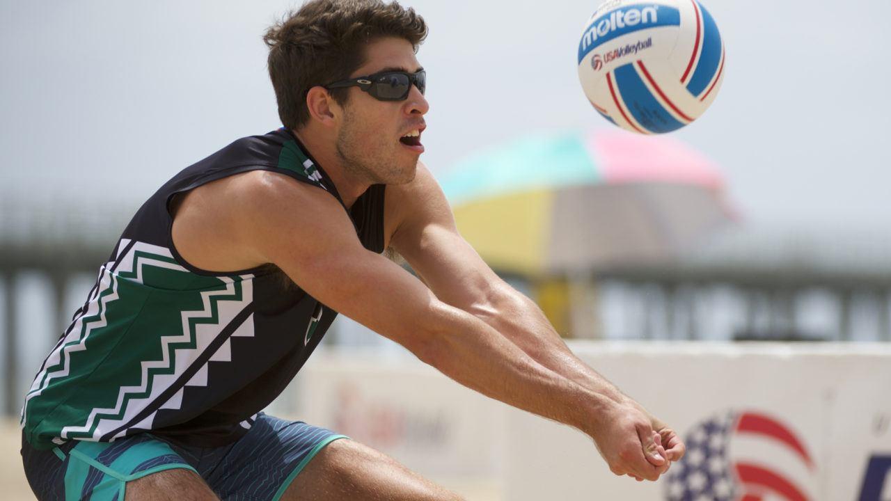 Hawaii's Rosenmeier/Cowell Move on to USAV Beach Quarterfinals