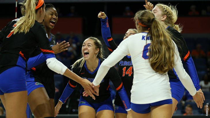 #1 Florida Stifles Tennessee with 13 Blocks in a Three-Set Sweep
