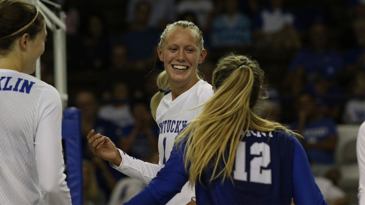 No. 14 Kentucky Holds On for Five-Set Win Over UNI