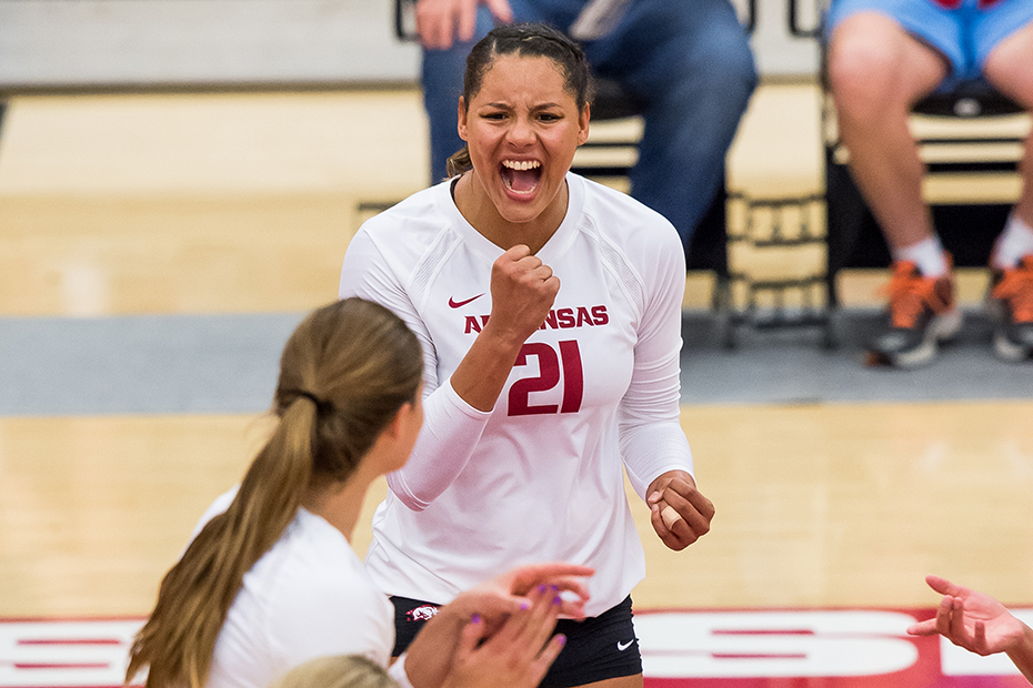 Pilar Victoria Notches 17 Kills in Arkansas' Sweep of Tennessee