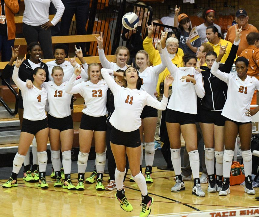 #5 Longhorns Hit Nearly .500 in Sweep of Kansas State