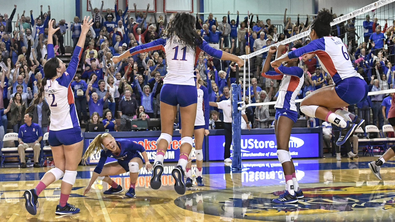 #10 Kansas Recovers From Slow Start To Down K-State In Four