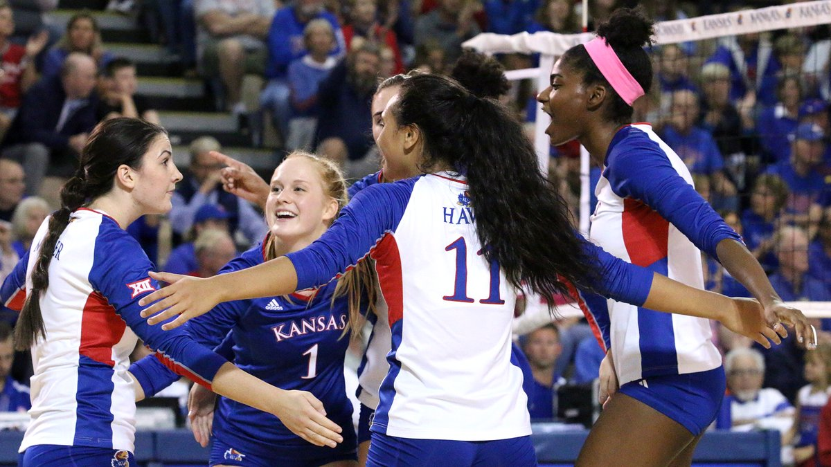 No. 9 Kansas Squeezes by Oklahoma in Tight Five Setter