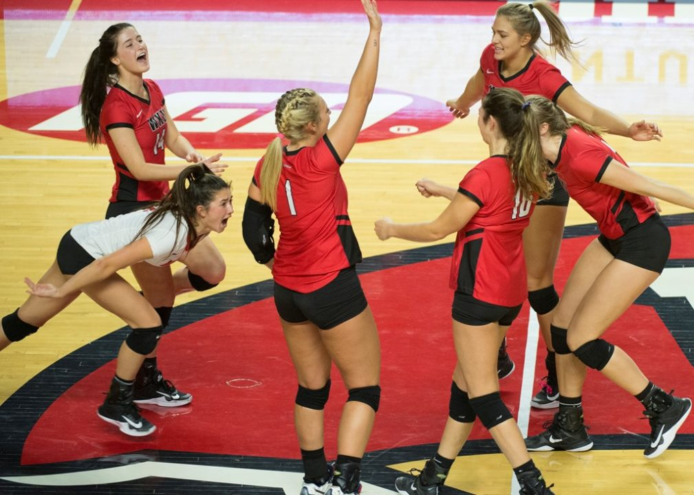 WKU Extends C-USA Home Streak To 50 Matches In Sweep Over UTSA