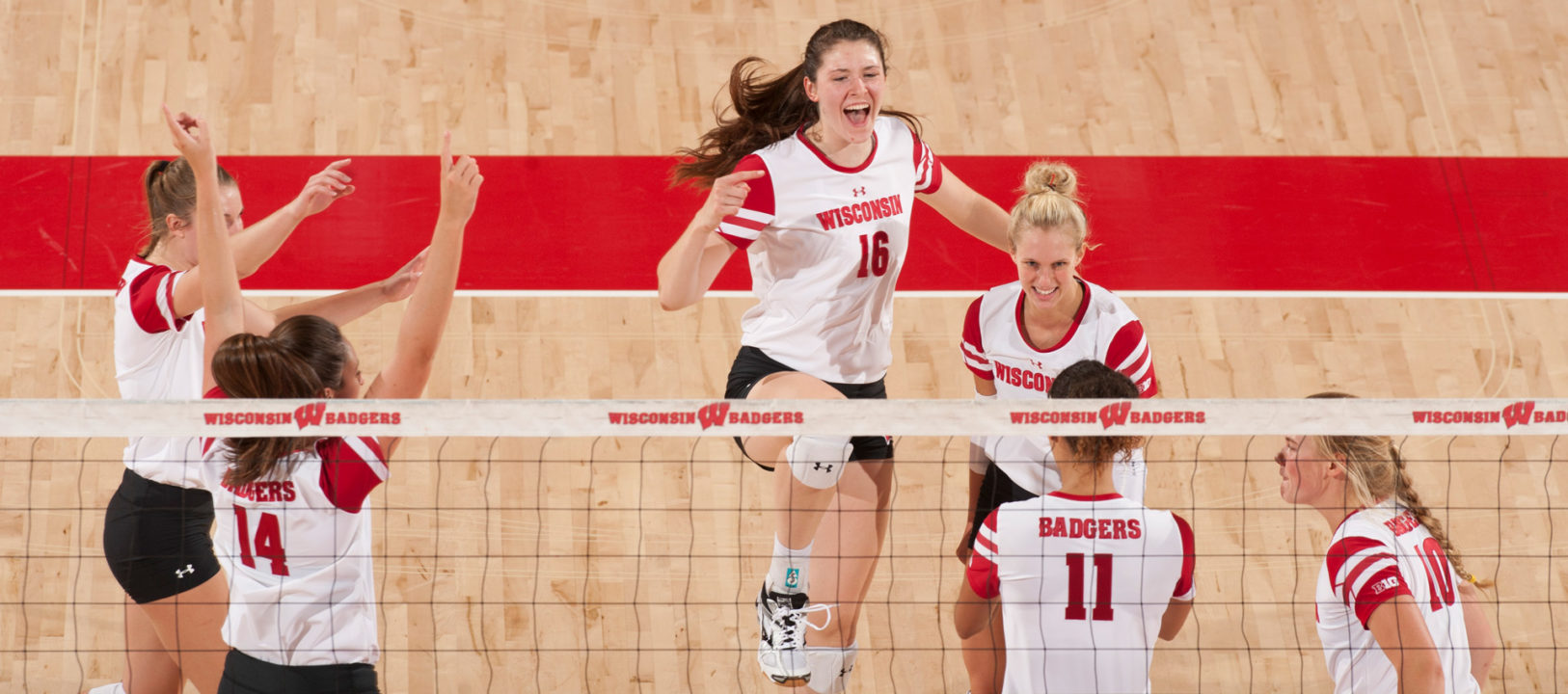 Middles Lead #19 Wisconsin To Victory over (RV) Illinois