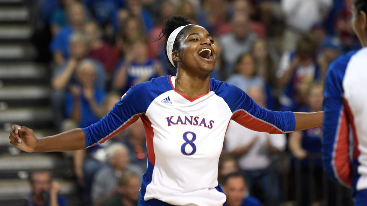 Kelsie Payne Signs 1st Professional Contract In Brazil