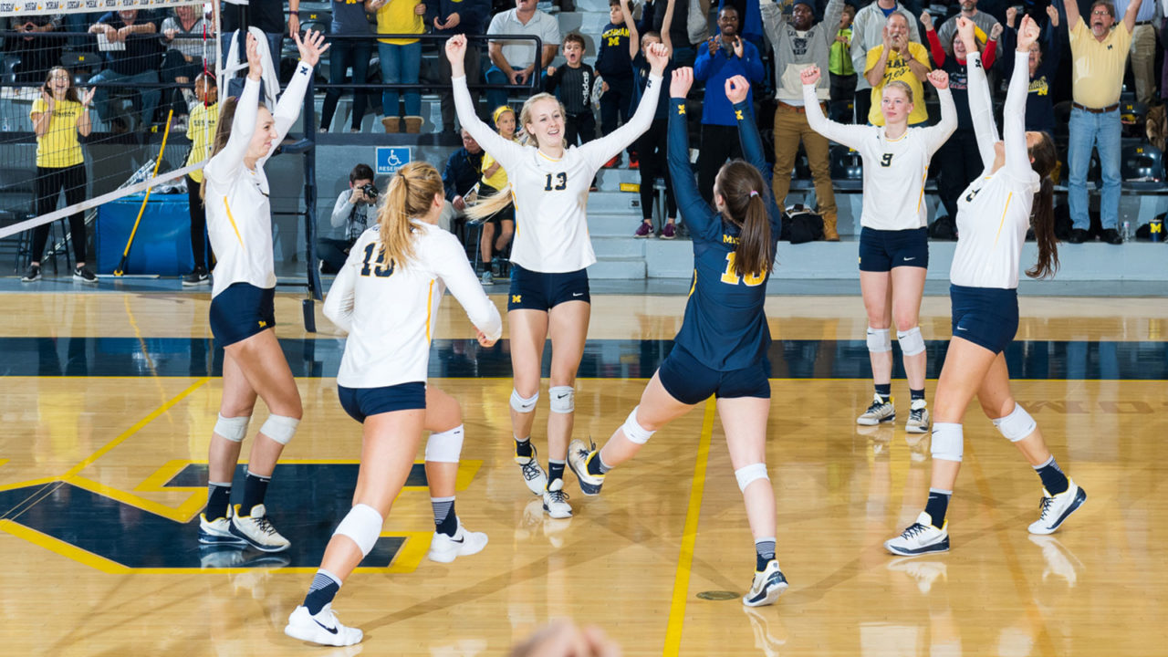 Michigan Holds Home Court in Five Setter against Illinois (RV)