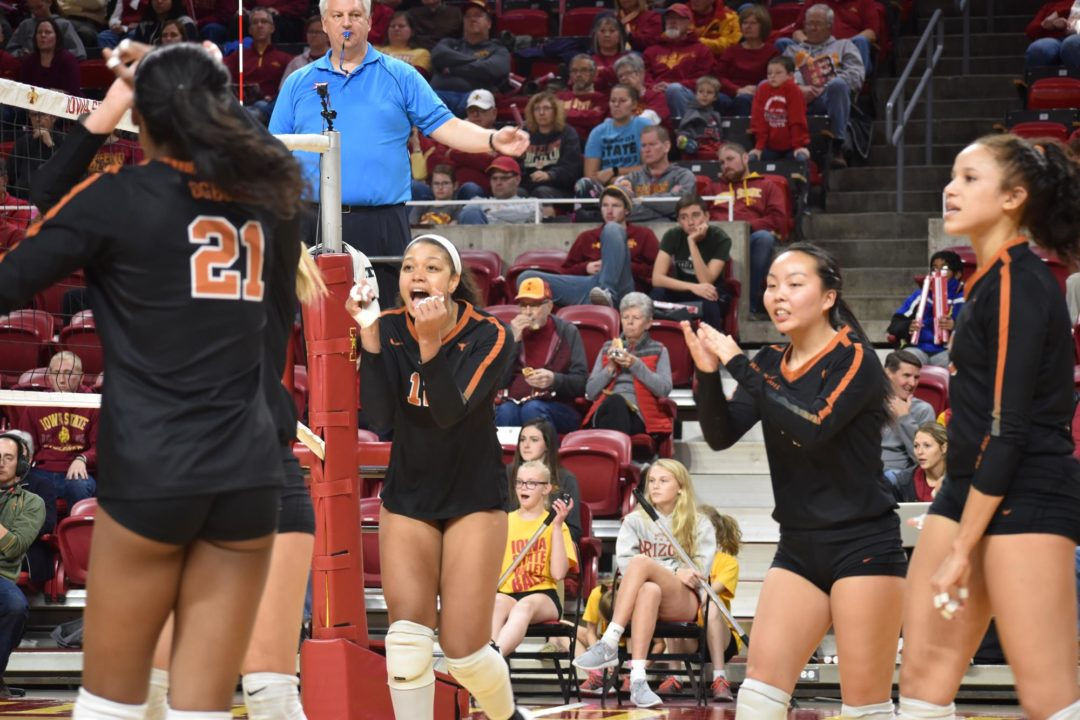 #5 Texas Stays Perfect in Big 12 with 12 Blocks against #20 Iowa State