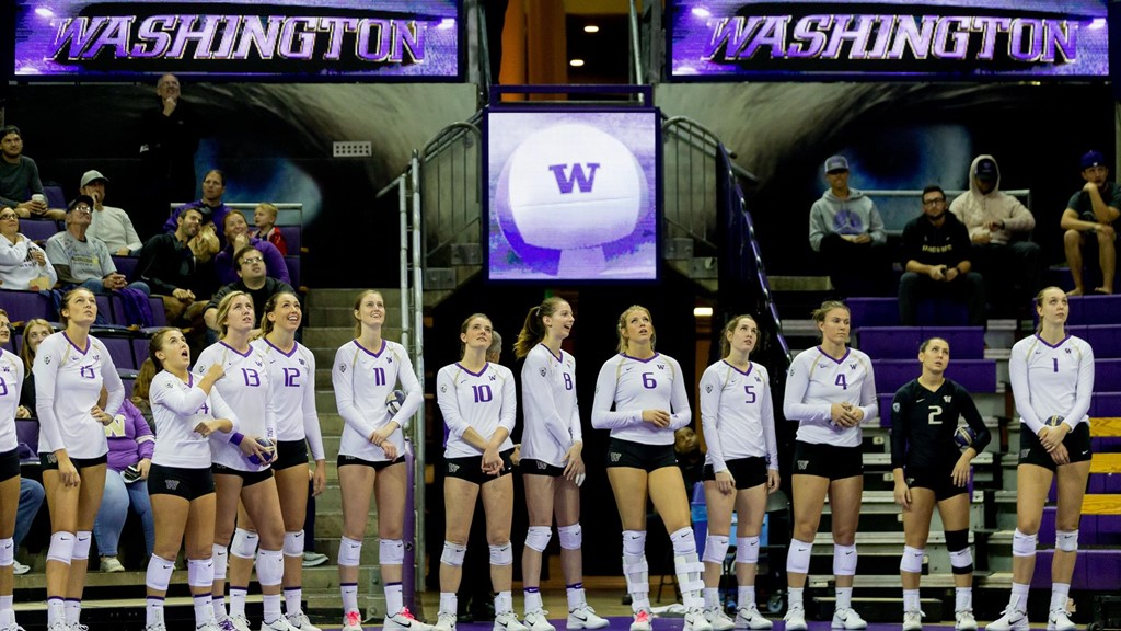 Courtney Thompson Partners With Washington Volleyball for Puerto Rico