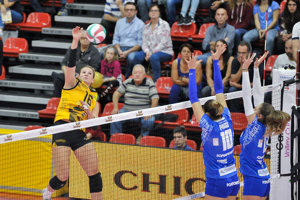 Team USA's Sonja Newcombe Signs In Brazil With Camponesa/Minas