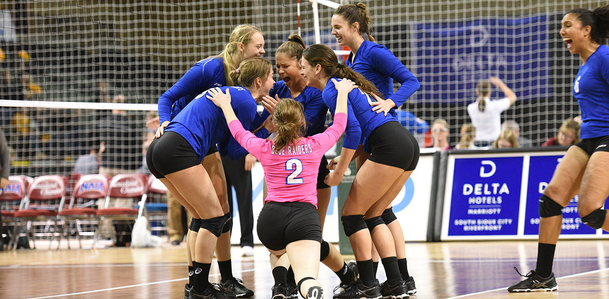 Lindsey Wilson Overcomes Injuries In NAIA Finals To Win Title