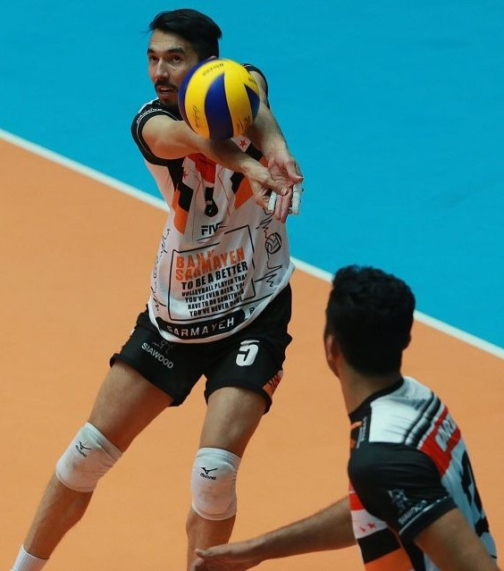 "Jersey Fashion: Iran's Sarmayeh Bank ""To Be a Better Player"""