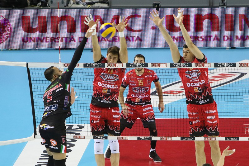 Italian Men: Lube Downs Only Unbeaten Team Sir Safety In Sweep