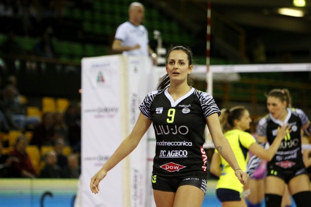 Modena's Caterina Bosetti Goes Down With Knee Injury In 5 Set Win