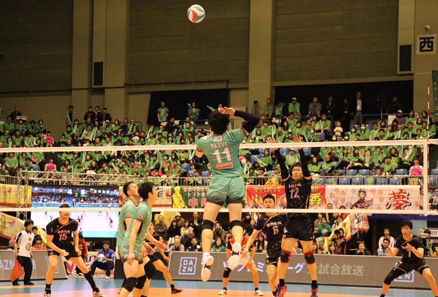 Japan M Semi: Thunders overcome Edgar injury to win