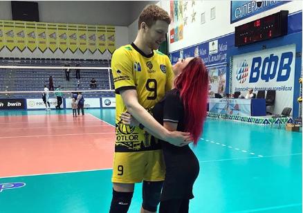 Samotlor's Piranein Proposes to Girlfriend at Team Arena