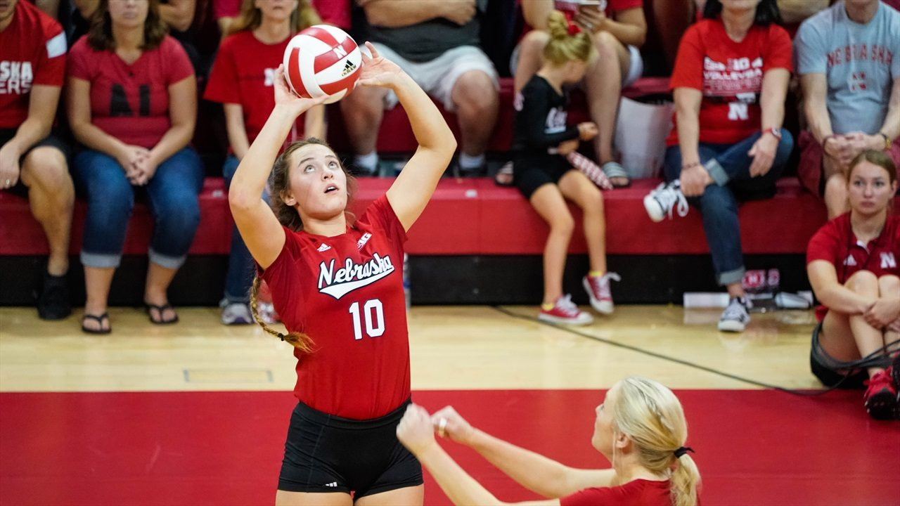 Former Nebraska Setter Hunter Atherton Picks UNC as Transfer Destination