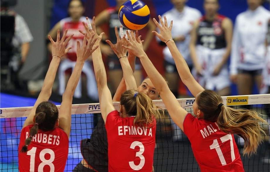 Russia Piles Up 22 Blocks in 5-Set Win over Turkey, Serbia Rolls