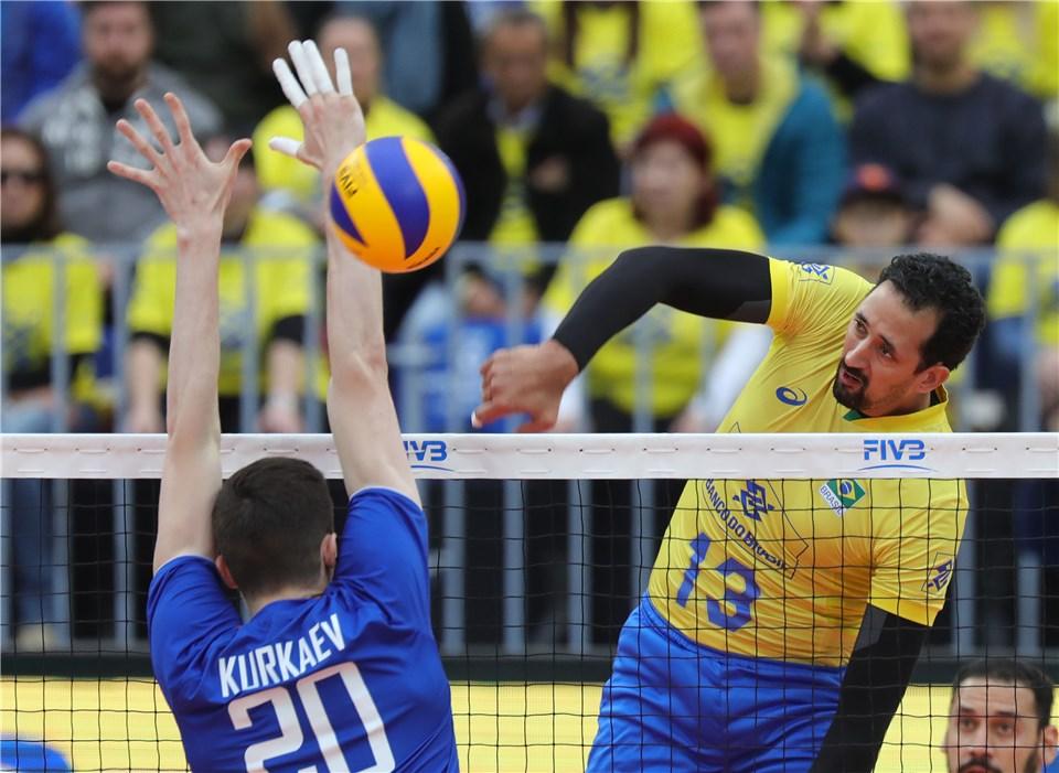 Brazil's Maurício Will Miss 3 Weeks After Suffering Abdominal Injury