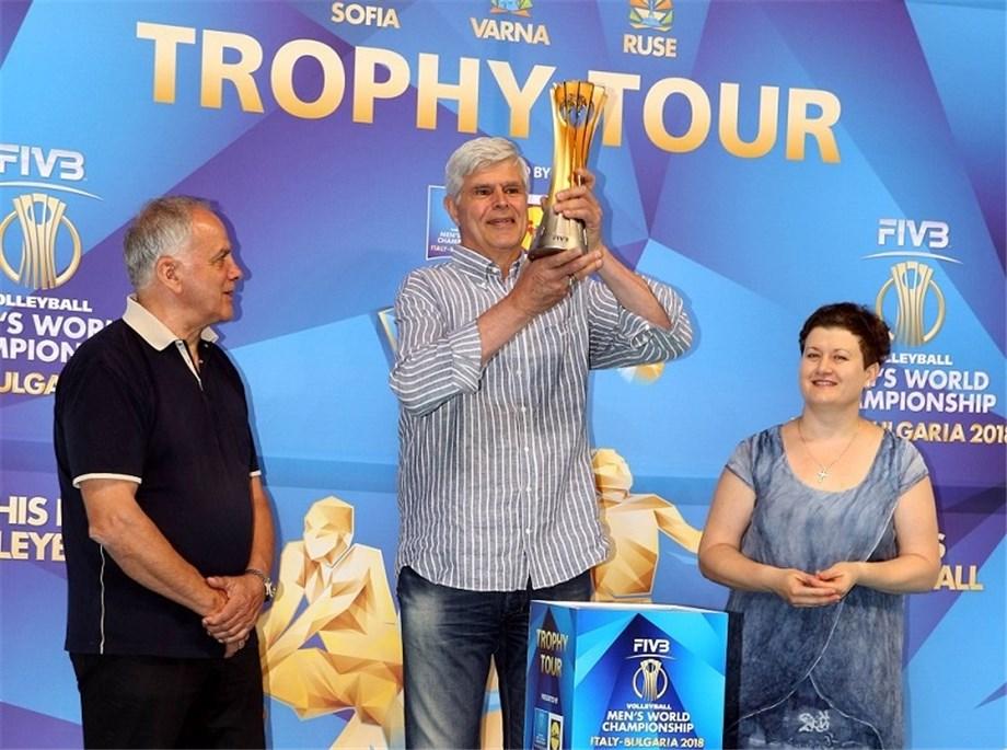 48 Years After Meltdown, Legendary Zlatonov Finally Lifts WCH Trophy