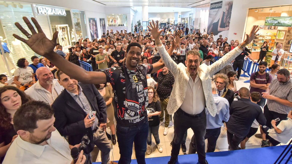 Sir Safety Perugia Holds Big Party For Leon's Presentation