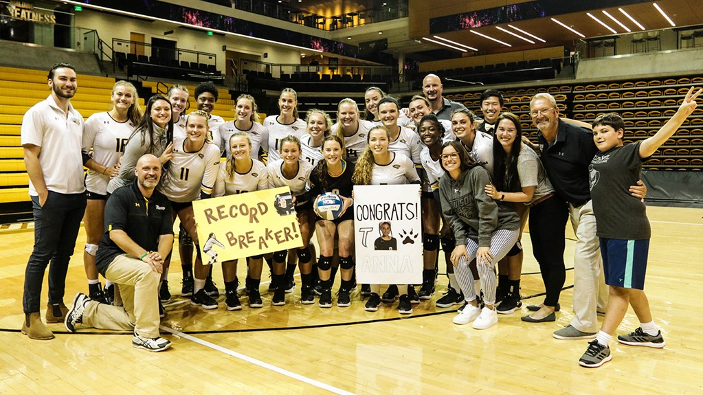 Anna Holehouse Breaks Towson Career Record for Digs
