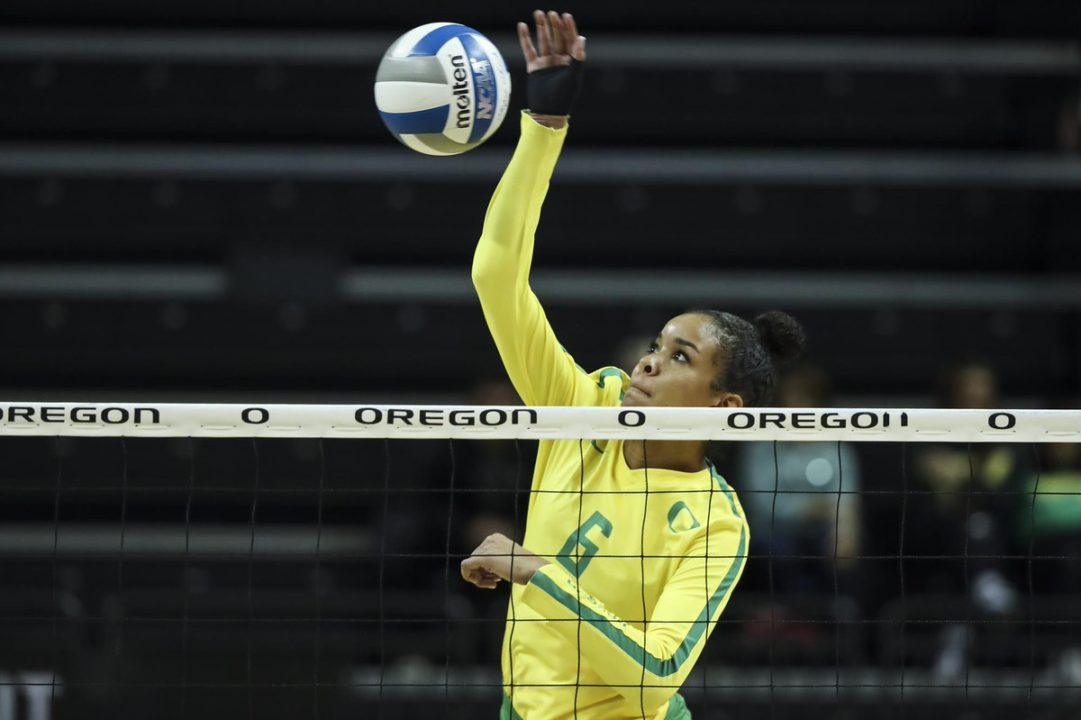 Oregon, Stanford Claim Top 10 Wins in Pac-12/Big Ten Challenge