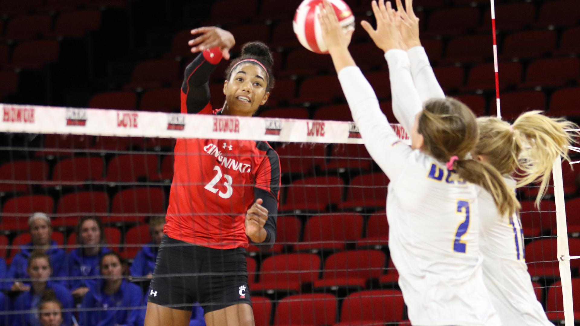 Cincinnati's Thompson Notches Second VolleyMob Player of the Week Nod