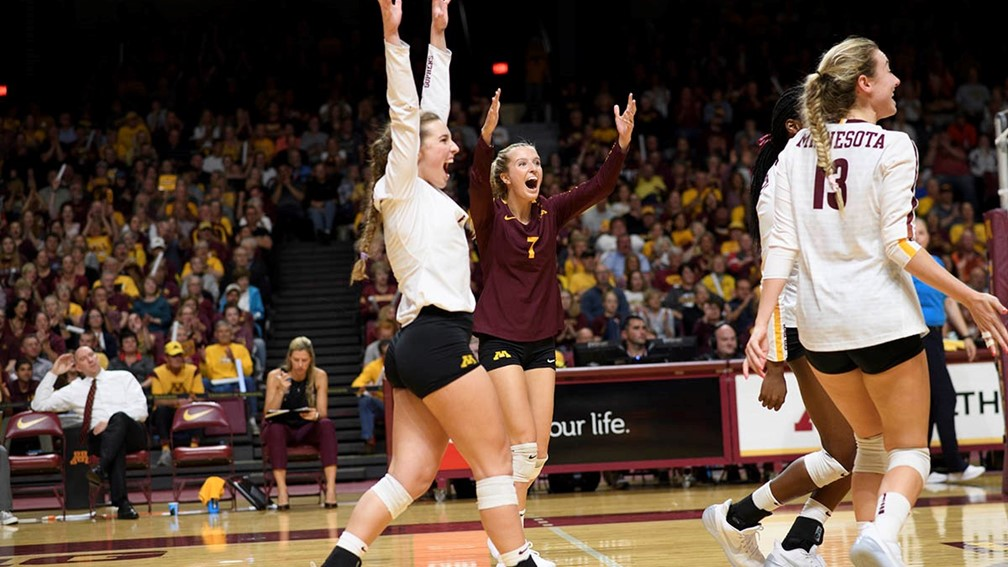Samedy, Hart Pace #7 Minnesota to Sweep of #3 Wisconsin