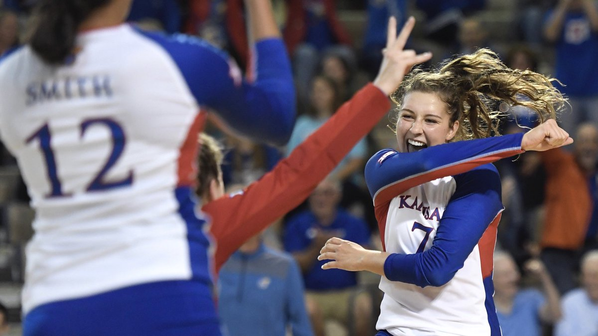 Kansas Setter Camryn Ennis Exits Match With Injury