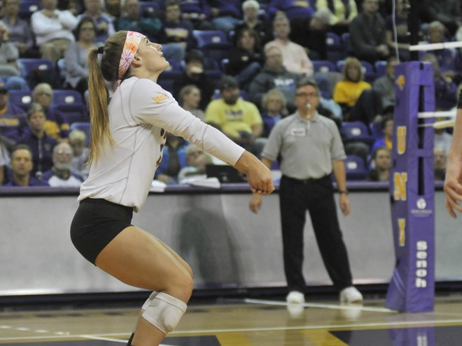 UNI's Kendyl Sorge Notches 2,000th Career Dig vs. Bradley