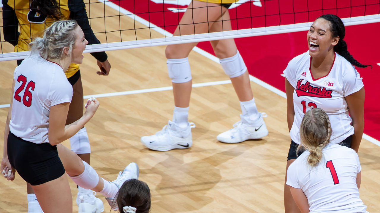 Nebraska Walks Over Missouri Into Sweet 16 Behind Foecke's 16 Kills